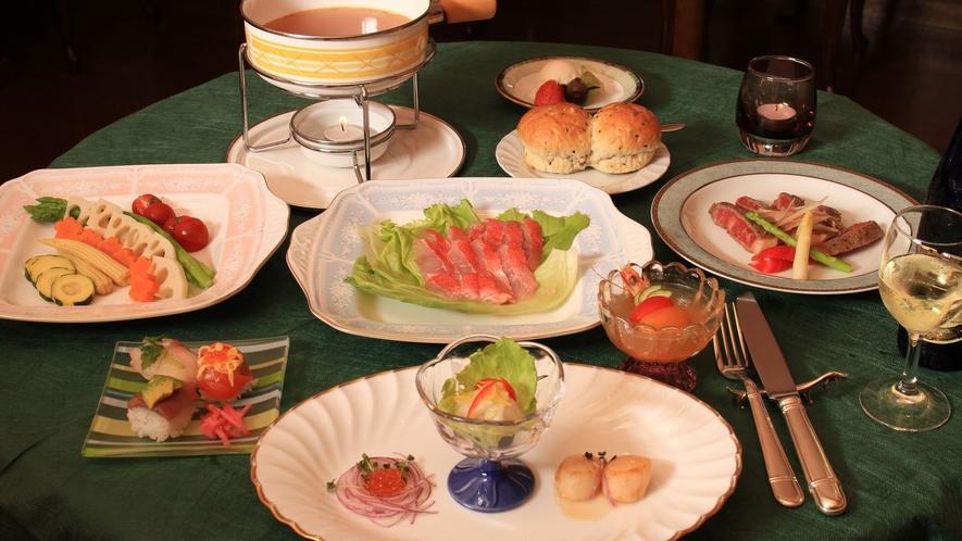 旬の地魚を使ったスープフォンデュデイナーコースが人気です