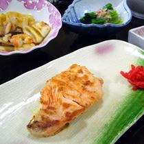 夕食一例(焼き魚)