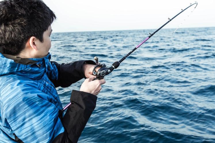 船に乗って太刀魚釣りも体験できます。