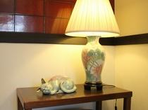 館内には所々、動物をモチーフにしたかわいい陶器の人形を飾っています。