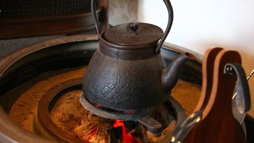 ロビーには囲炉裏が置かれておりほっこりとします。