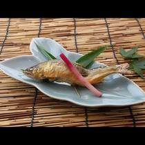 気仙川の天然鮎はこの時期限定!塩焼きでお楽しみ頂きます♪