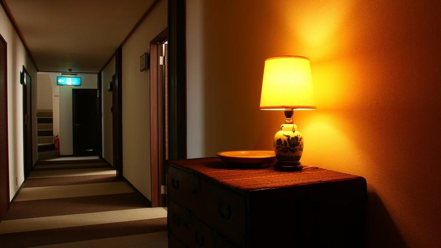 館内はお客様に落ち着いて過ごしていただける雰囲気を意識しております。