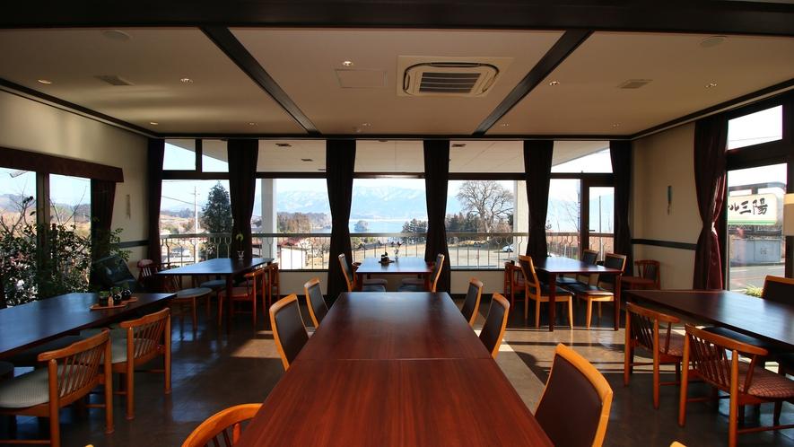 海が一望できるレストランでお食事を・・・