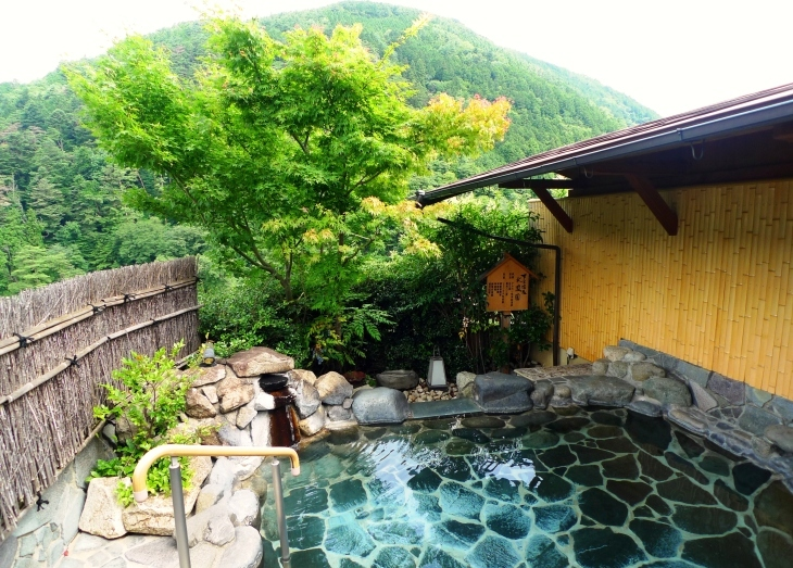 新緑がまぶしい 展望露天風呂