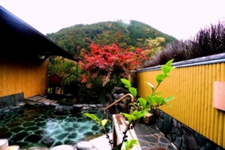 下呂富士の紅葉が美しい 殿の湯
