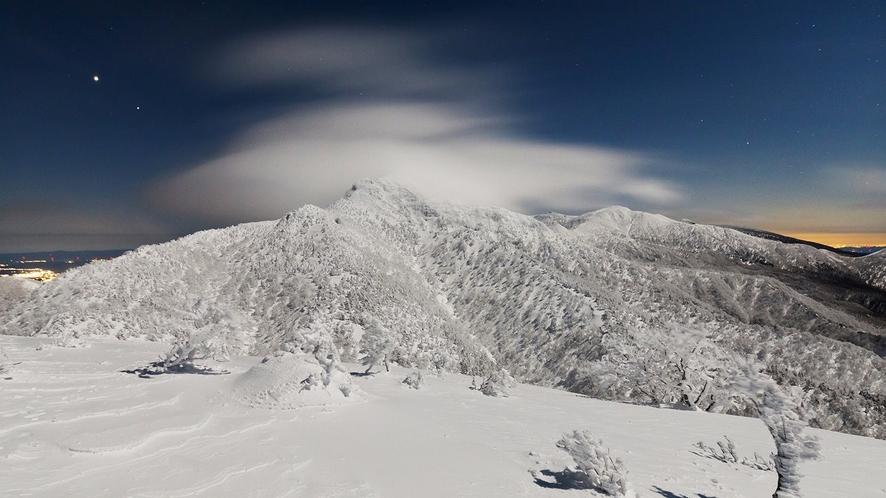 冬の茶臼岳(撮影:平山泰成)