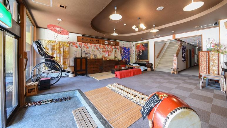 *【ロビー】半世紀以上使われている箪笥や和太鼓が飾ってある日本文化を感じるロビー