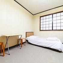 *【訳あり/ツイン】窓無し・ベッド2つの簡素なお部屋。お一人様OK!訳あり内容を必ず確認ください。
