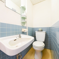 *【訳あり(ダブル)】窓なしの簡素お部屋。お一人利用OK!トイレはお部屋にございます。