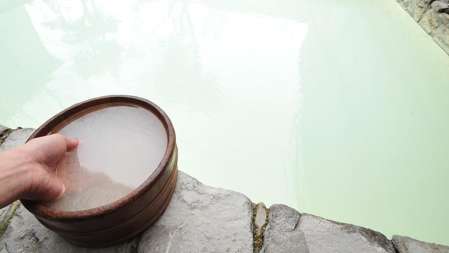 *露天風呂/100%源泉かけ流しのにごり湯は、本物の温泉を楽しみたいというお客様に好評です!