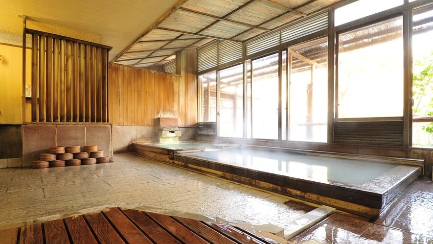 *内風呂/100%源泉かけ流し♪室内風呂でも大きな窓で、開放的な気分に