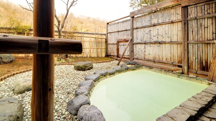 *露天風呂/四季の移ろいを楽しめる露天風呂。冬は雪見露天も