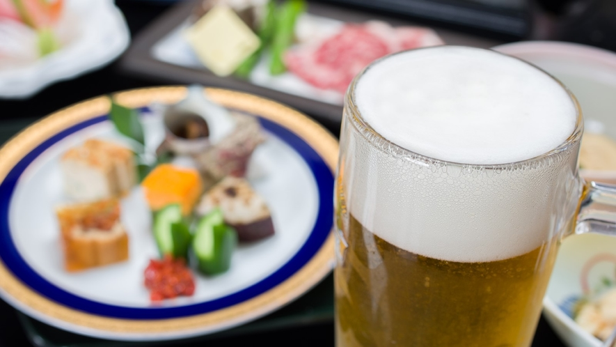 *ご夕食一例(栃木牛+生中ジョッキ)/ご夕食時に、お一人様1杯生ビール中ジョッキをサービス!