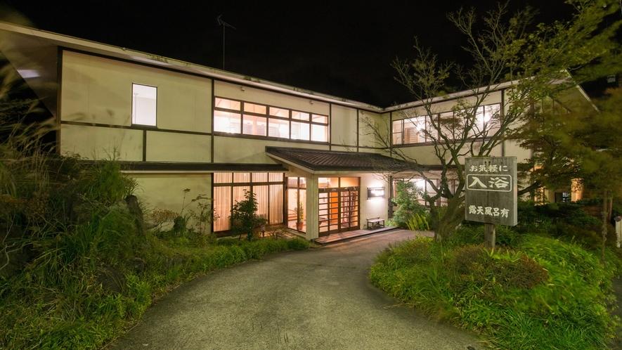 *外観(夜)/歴史ある那須湯本温泉の老舗旅館