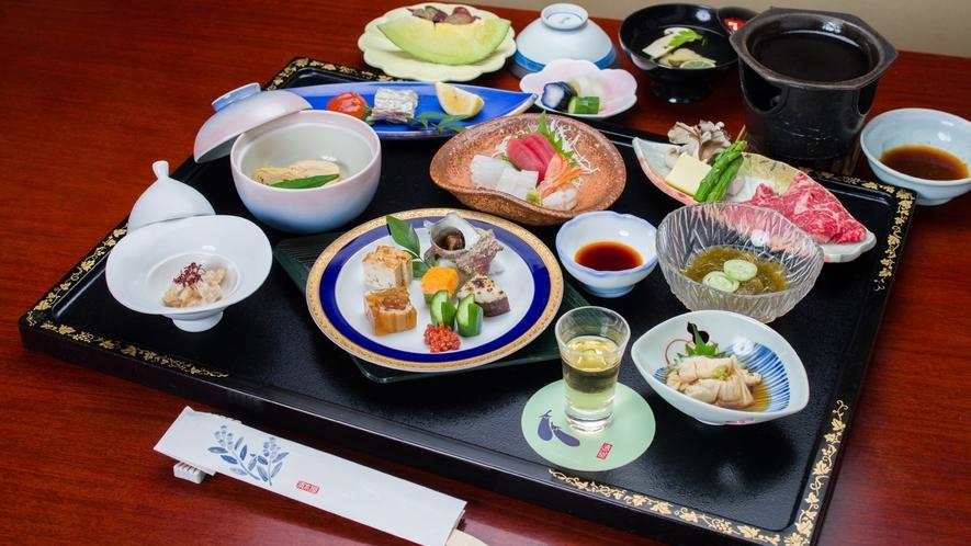 *ご夕食一例(スタンダードコース)/季節毎の味覚にこだわった、懐石膳をご用意致します