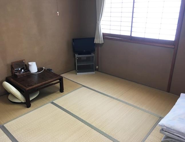 和室8畳(ユニットバス付)