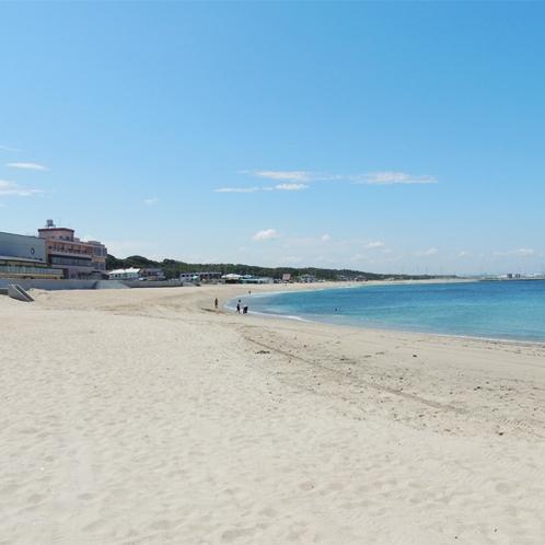 *[阿字ヶ浦海岸海水浴場]約1.4キロメートルに渡り美しい弧を描く海岸線が特徴。