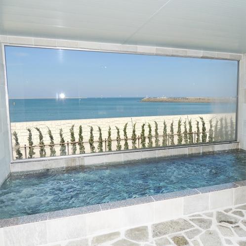 *[大浴場一例]広さは以前の2倍になり、解放感抜群!海水浴の後もすっきりリフレッシュできます。