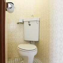 *[客室一例]各お部屋にバスルームとトイレがございます。一部ウォシュレット機能付き。