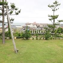 *[OCEAN VILLA TSURUYA]丘の上に登れば、海岸を一望できます。