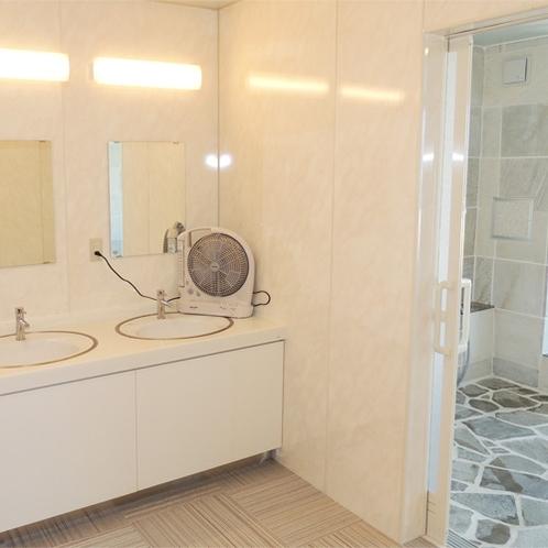 *[大浴場一例]リニューアルしたての大浴場は清潔感があふれ快適にご利用いただけます。