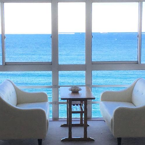 *[客室一例]青い海が目の前に広がる感動オーシャンビュー!打ち寄せる波の音がBGM。