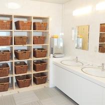 *[大浴場一例]リニューアル大浴場は脱衣籠を20名様分ご用意しております。