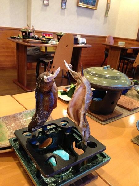 夕食(尚仁沢産岩魚の塩焼き)