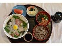 海鮮丼と割子そば定食