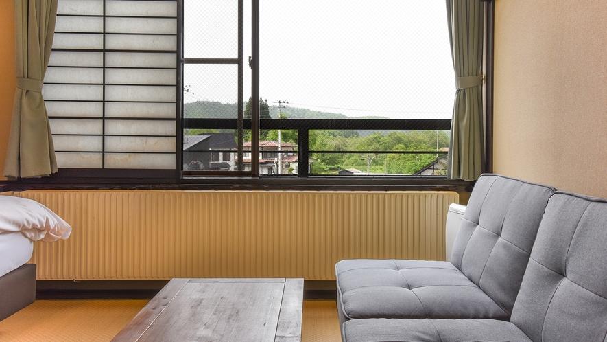 *【ベッドルーム】ソファからの眺望