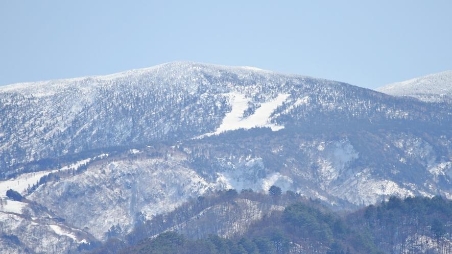 *【周辺観光スポット】吾妻山の「白馬の騎士」と呼ばれる冬の景色。