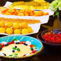 夕食の最後を彩るデザートは、色とりどりで種類豊富&食べ放題で♪