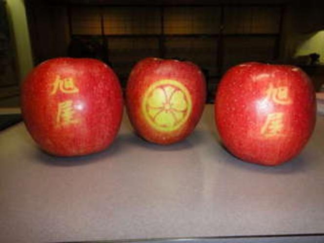 社長の友人から頂いたリンゴ素晴らしいですね♪