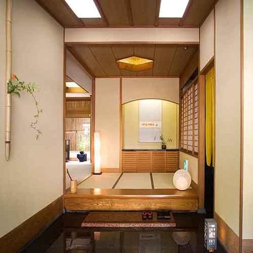 【玄関】ようこそお越しくださいました。7室だけの小さな旅館、ゆったりお過ごし下さい。