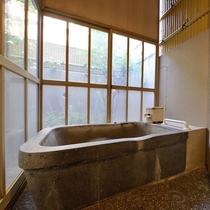 ■半露天付ダブルのお風呂■気兼ねせず家族でゆっくり温泉を楽しめます。