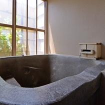 ■半露天付ツインのお風呂■『美肌の湯』をいつでもお好きな時に堪能できます。