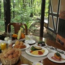天気が良ければテラスで朝食を・・・