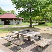 デイキャンプ場(バーベキュー)炉付きテーブル