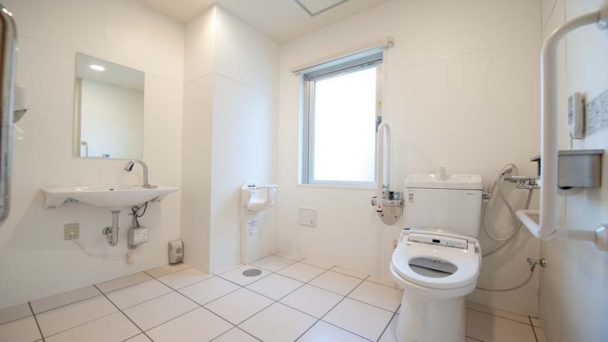 2階共有トイレは車いすの方もご利用いただけます