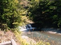 前の川の滝