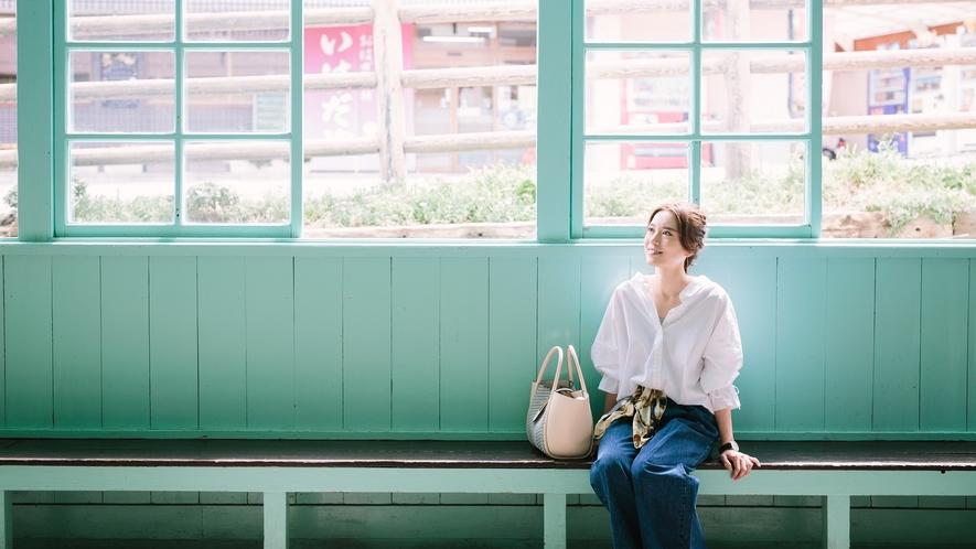 ■可愛らしい色合いとレトロな雰囲気が漂う別所温泉駅