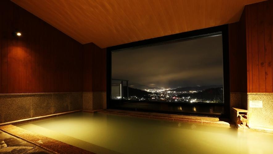 ■夜の大浴場の様子 上田の夜景を愉しみながらごゆっくりどうぞ