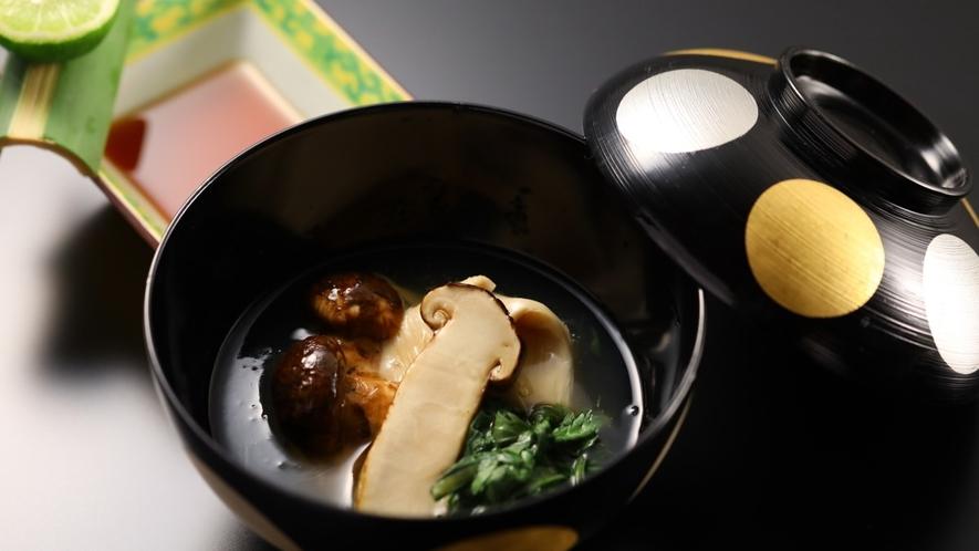 ■松茸料理は秋季限定となります
