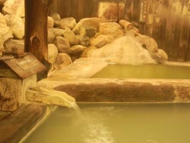 二種の自家源泉が堪能できる風呂