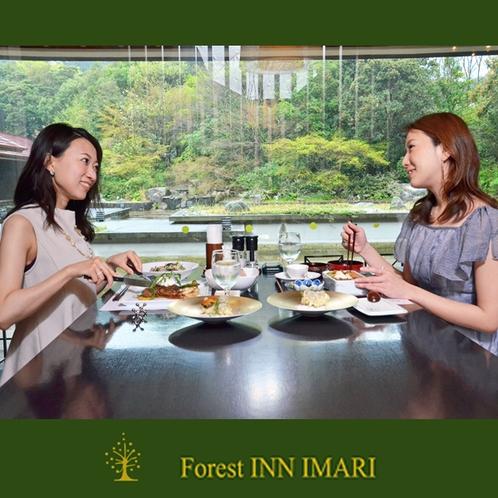 庭園を眺めながらいつもと違う優雅な雰囲気でお食事を楽しめます♪