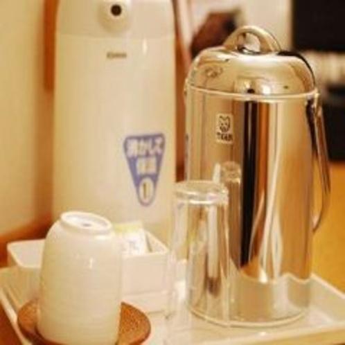 【客室設備】電気ポット、アイスぺール、湯飲み、コップ、ティーパック