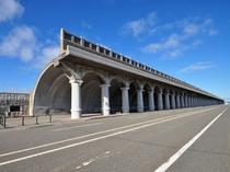 【稚内港北防波堤ドーム】高さ13.6m・全長427mの世界でも珍しい半アーチ型のドーム