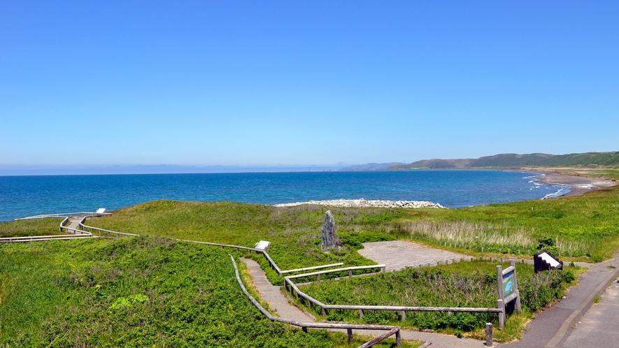 【浜勇知展望休憩施設(こうほねの家)】休憩施設から見た広がる海。