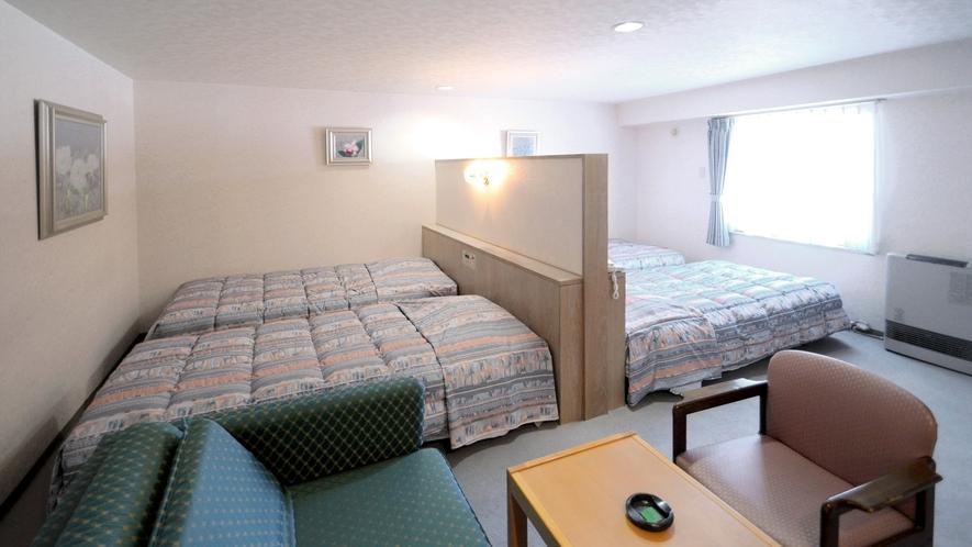 【フォース】ベッドをパーテーションで分けています。